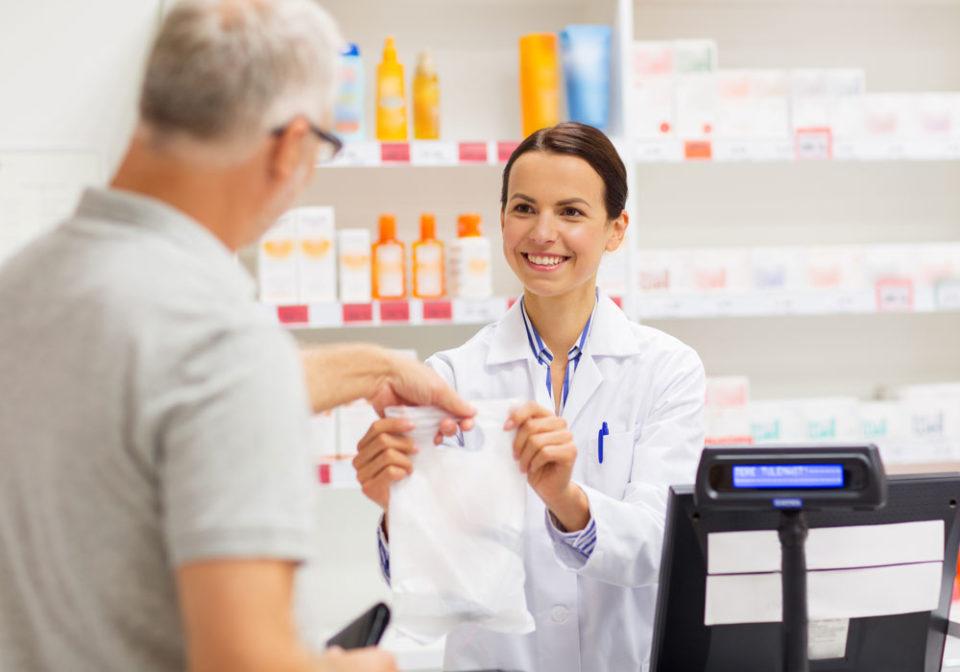 Alzheimer, dalle farmacie consigli utili per le persone con demenza e i loro familiari