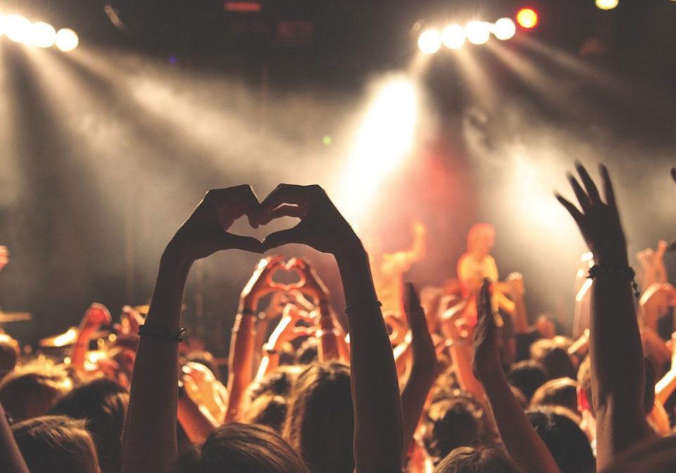 Covid-19: le nuove regole di capienza per discoteche cinema, stadi e luoghi di cultura